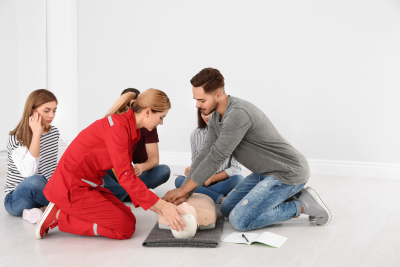 group of people with instructor practicing cpr
